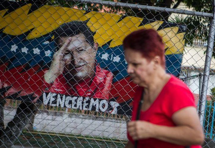 Venezuela vive la incertidumbre de no saber si Chávez podrá o no rendir protesta como Presidente. (EFE)