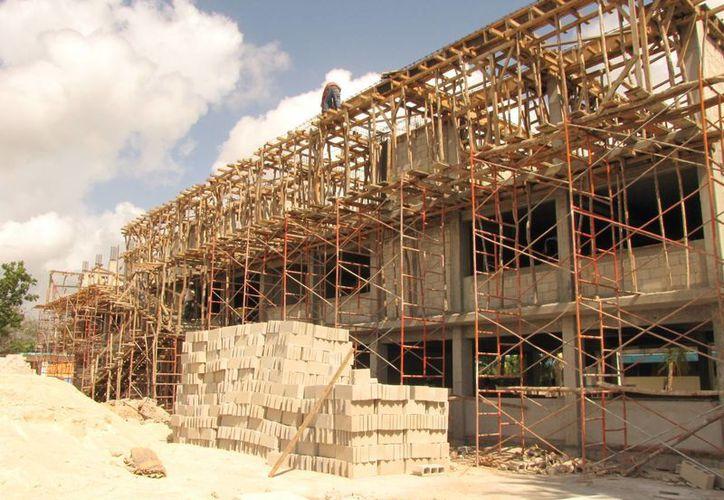 La construcción de los nuevos planteles en Quintana Roo se realiza con una inversión de 50 millones de pesos. (Gerardo Amaro/SIPSE)