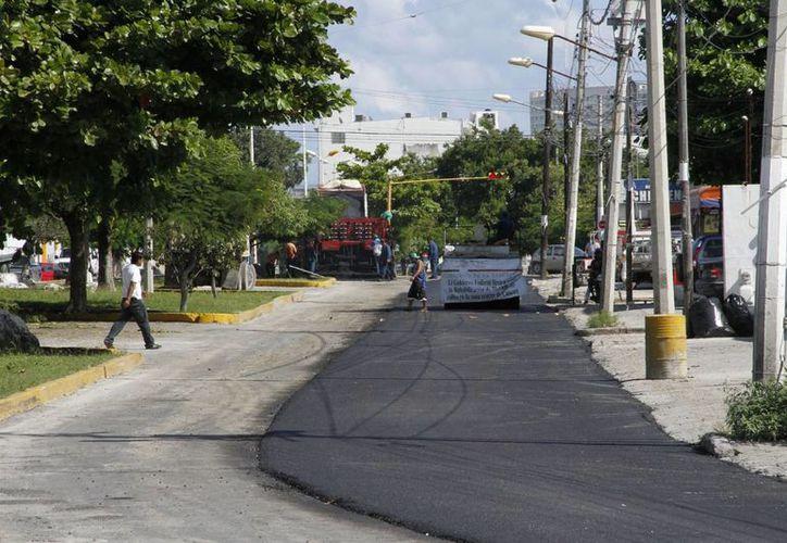 La vialidad ya se encuentra en operación, y en la misma zona fue pavimentada parte de la avenida Palenque que conecta a las avenidas Chichén Itzá y López Portillo. (Tomás Álvarez/SIPSE)