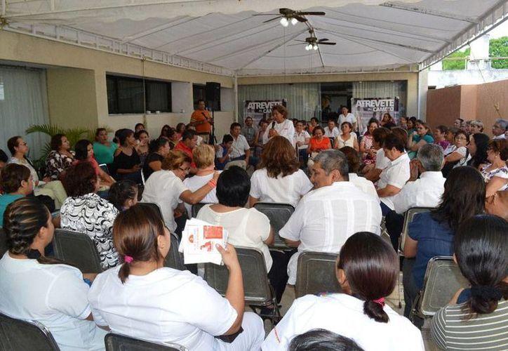 La candidata del Movimiento Ciudadano a la Alcaldía de Mérida, Ana Rosa Payán Cervera, se reunió con enfermeras, en un hotel de esta ciudad. (Cortesía)