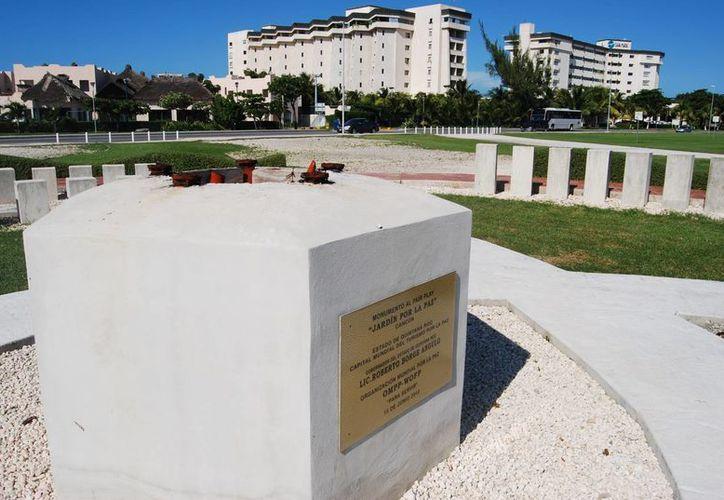 Aún no hay fecha para que se retire el resto de la estructura del monumento. (Tomás Álvarez/SIPSE)