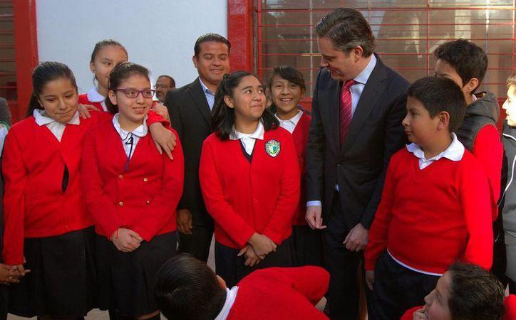 El titular de la SEP, Aurelio Nuño, afirma que el programa La Escuela al Centro es parte medular de la reforma educativa impulsada por el gobierno de Enrique Peña Nieto. (Archivo/Notimex)