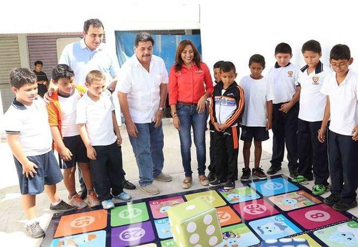 Momento del corte del listón inaugural del ECA en Isla Mujeres. (Redacción/SIPSE)