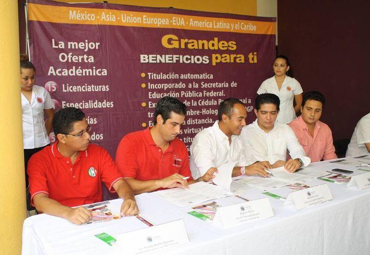 Apoyan a los jóvenes que quieren estuadiar  con una beca económica. (Loana Segovia/SIPSE)