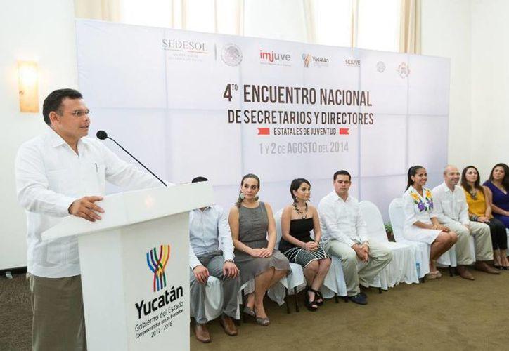 Al inaugurar el evento, Rolando Zapata indicó que su gobierno busca consolidar espacios educativos y de desarrollo profesional a los jóvenes yucatecos. (Cortesía)