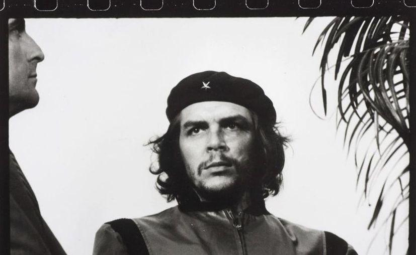 """La foto fue tomada por  Alberto Díaz """"Korda"""", durante el entierro de las víctimas de la explosión de un buque fondeado en La Habana. (EFE)"""