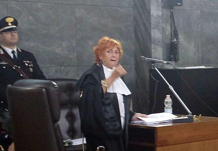 La fiscal Ilda Boccassini presenta sus alegatos finales durante una audiencia en Milán, Italia, relacionada al caso de prostitución que se le sigue al ex primer ministro Silvio Berlusconi. (Agencias)
