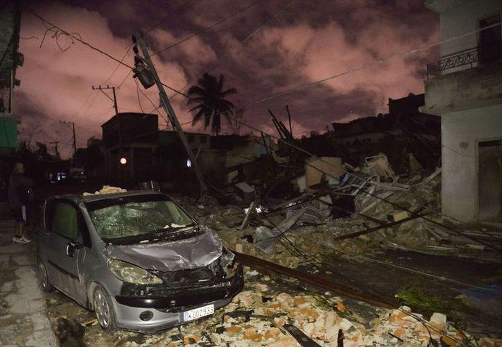 El tornado ocurrió en medio de una esperada tormenta que ya afectaba la zona oeste de Cuba. (AFP)