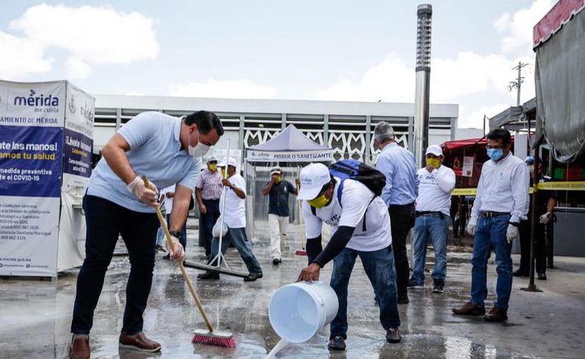 Personas que resultaron beneficiadas con el empleo temporal realizarán labores de limpieza de la ciudad. (Novedades Yucatán)