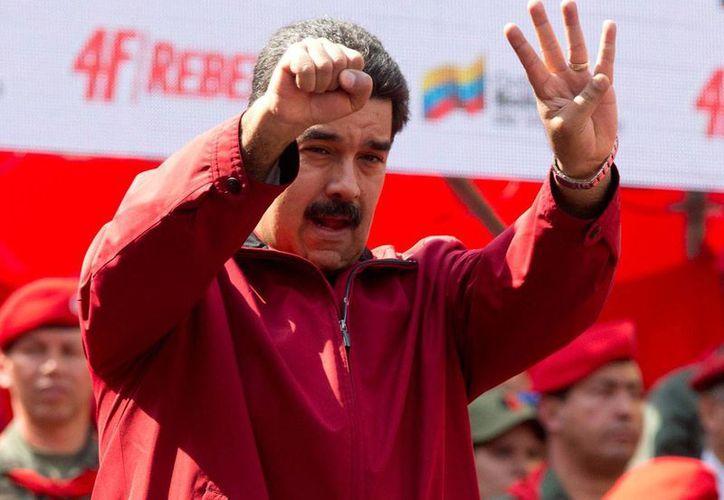 En imagen del 4 de febrero de 2016, el presidente Nicolás Maduro durante una manifestación en Caracas, Venezuela, por el aniversario del intento de golpe de estado del fallecido exmandatario Hugo Chávez, ocurrido en 1992. (Foto: AP)