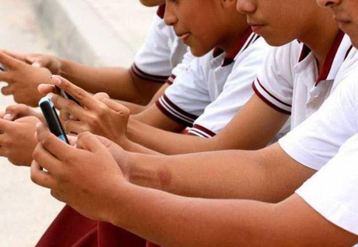 Los 'likes' pueden tomarse en cuenta como los causantes de que los jóvenes se hagan adictos a las redes sociales. (Milenio Novedades)