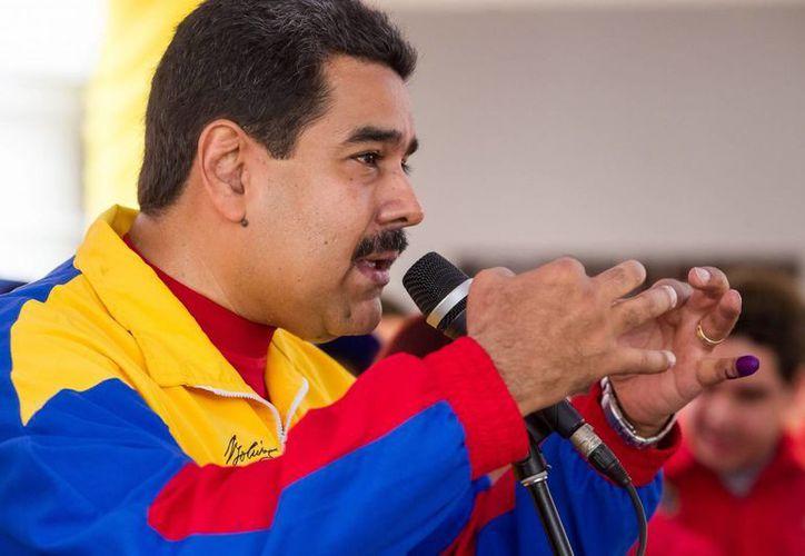 Nicolás Maduro ordenó el cierre de las fronteras con Colombia en cuatro municipios más de la zona. (EFE)