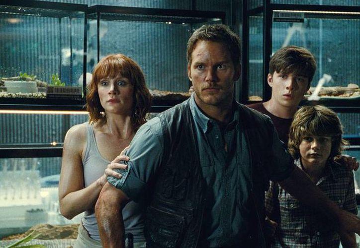 La película Jurassic World sigue rompiendo récords de taquilla: sumó ya 1,000 mdd en todo el mundo. (AP)
