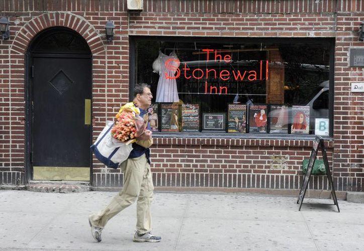 Foto tomada en mayo de 2012 en la que se registró la fachada del bar The Stonewall Inn, en Nueva York, EU. (EFE)