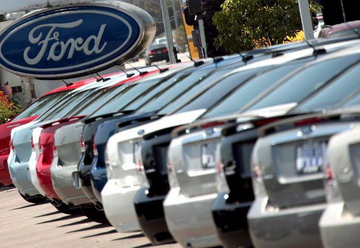 Durante la campaña presidencial, Trump acusó a Ford del cierre de plantas de montaje en Estados Unidos y el despido de miles de trabajadores por el traslado de su producción a México. (Archivo/EFE)