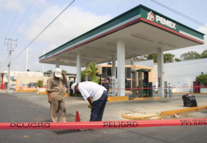 Fue cerrado un perímetro de 100 metros, desde la calle Madero, Othón P. Blanco, hasta la calle Hidalgo. (Harold Alcocer/SIPSE)