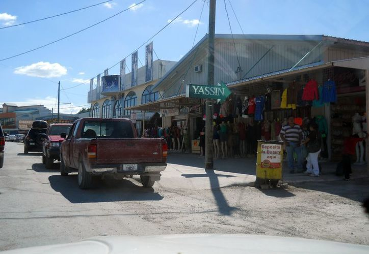 La Zona Libre de Corozal, Belice lució ayer desierta luego de un fin de semana de intensa actividad comercial. (Francisco Sansores/SIPSE)