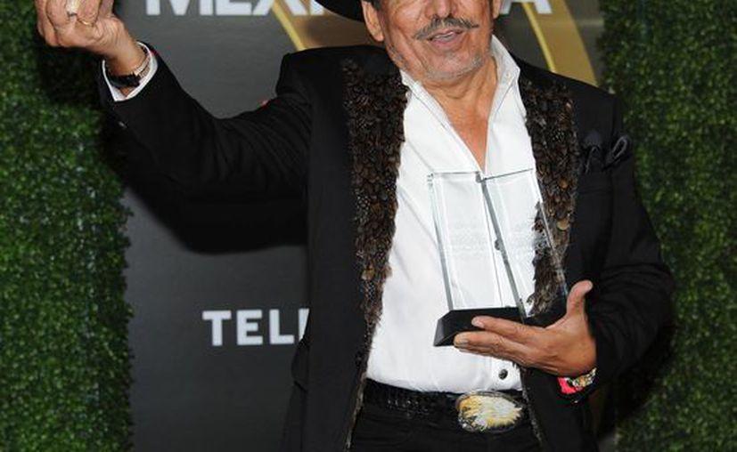"""Joan Sebastian recibió dos premios por Artista del Año, Ranchero/Mariachi y Disco del Año, Ranchero/Mariachi por """"13 Celebrando El 13"""". (Agencias)"""