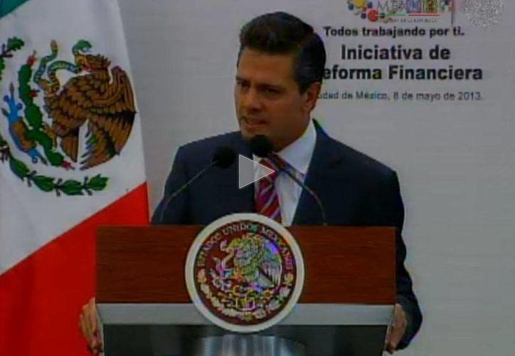 El Presidente Peña Nieto al hacer uso de la palabra en la presentación de la Iniciativa de Reforma Financiera. (presidencia.gob.mx)