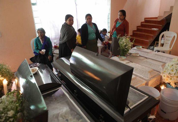 En Veracruz este lunes se reportaron otras dos muertes, con lo que la cifra sube a 13. (AP)
