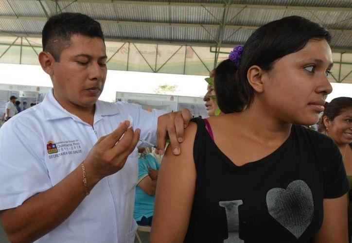 Las vacunas se aplican en los centros de salud de la Sesa, el IMSS y en el Issste. (Ángel Castilla/SIPSE)