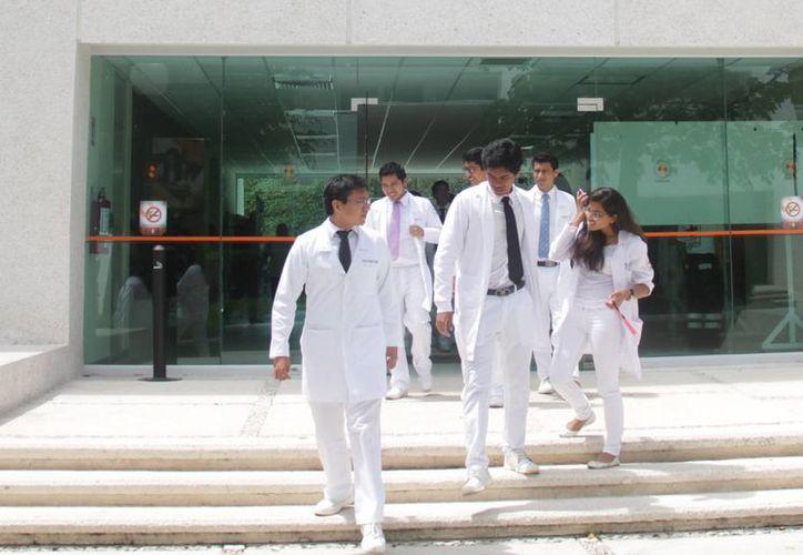 Quintana Roo cuenta con una matrícula médica de dos mil 300. (Luis Soto/SIPSE)