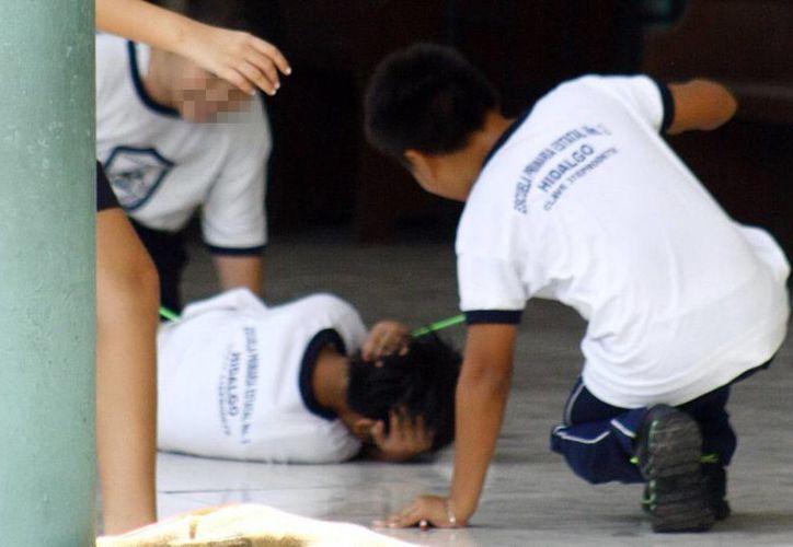 Las adicciones son un factor de riesgo asociado con el bullying o acoso escolar, cabe mencionar que en niños de primaria es escaso en uso de estupefacientes. Imagen de un grupo de menores en una escuela. (Milenio Novedades)