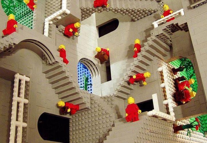 El trabajo en equipo es importante para que los estudiantes tengan conocimiento de los pasos en la elaboración de un robot Lego. (Israel Leal/SIPSE)