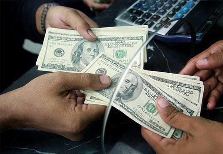 La divisa estadounidense se compró en un mínimo de $14.93. (Archivo/AP)