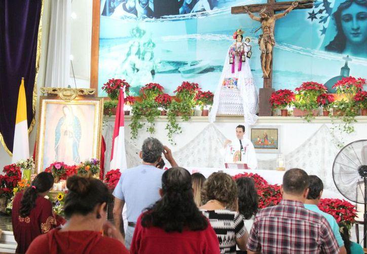 Se prevé que hasta extranjeros asistan a las misas en la principal Parroquia de la ciudad. (Foto: Octavio Martínez/SIPSE).