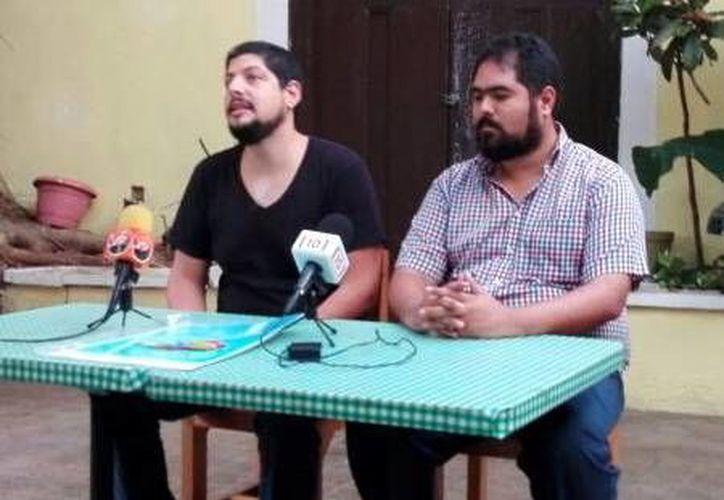 Said Farah(d) y Luis Payán, miembros del colectivo, dieron a conocer todos los detalles sobre las exposiciones que realizarán en el centro del país.(Milenio Novedades)