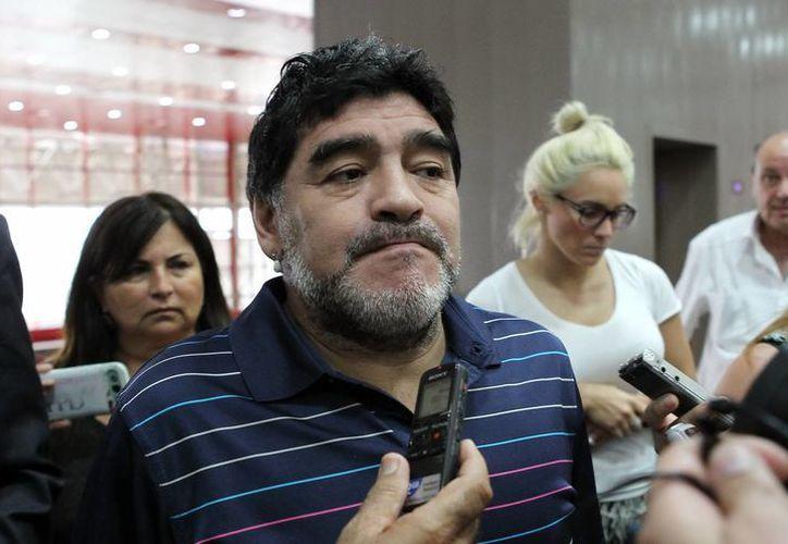 Maradona, campeón del Mundial de 1986, una vez más tiene serios problemas con el fisco italiano. (EFE)