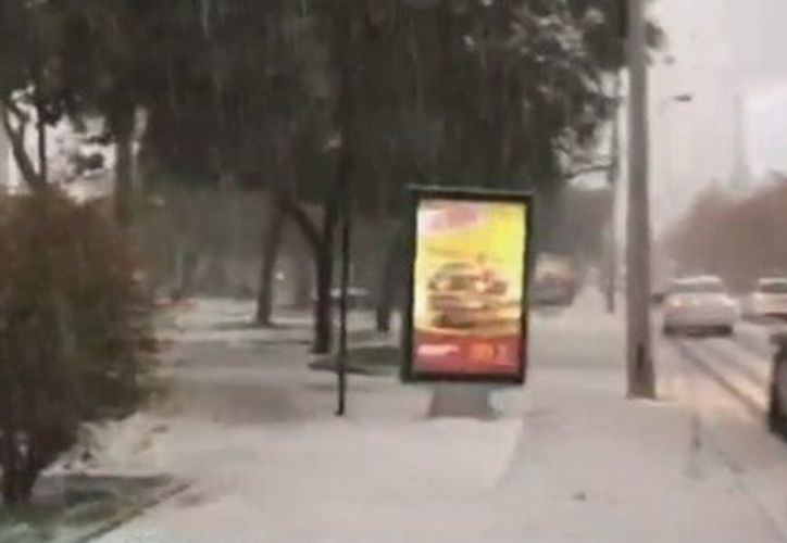 La intensa caída de nieve en la región de La Araucanía, que provocó el cierre de varios caminos. (Captura de pantalla)