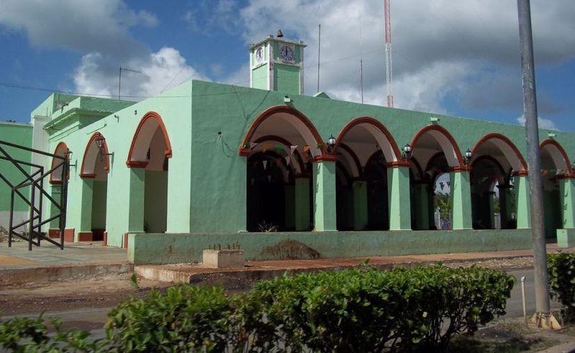 Dado que la alcaldesa resulta la superior del responsable de la Unidad de Transparencia de Calotmul, se determinó imponerle la multa. (Foto: redes sociales)