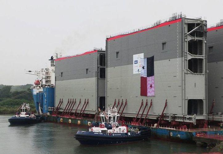 Con la llegada de la última compuerta iniciará la instalación de las otras quince para dar paso a la fase de pruebas. (EFE)