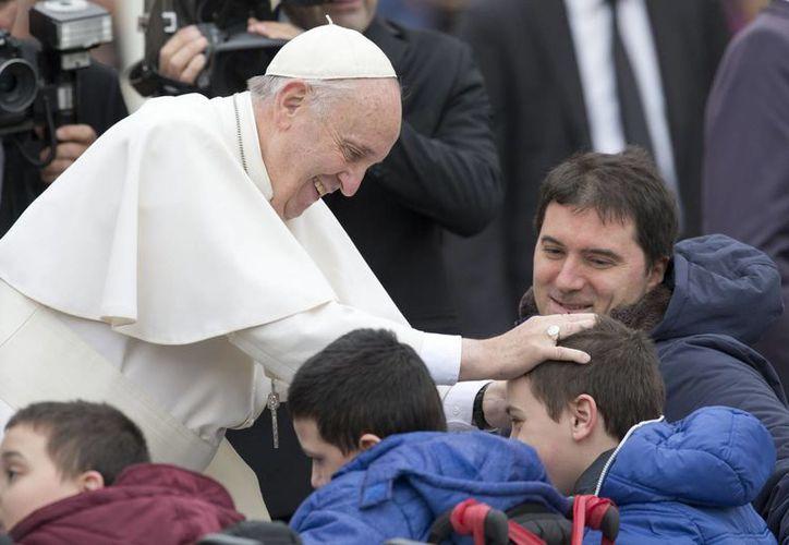 El pontífice argentino anunció la redacción de un texto que describa las competencias del nuevo dicasterio y que será sometido a debate en el Consejo de Cardenales en diciembre. (AP)