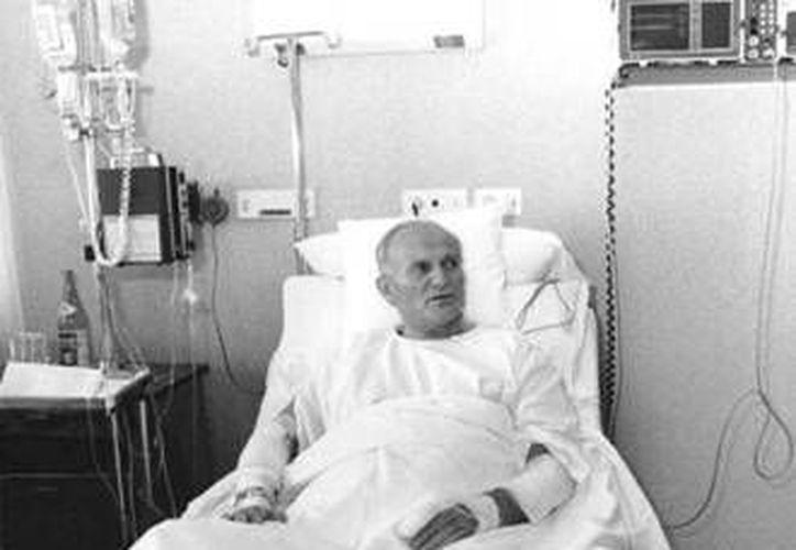 El Papa Juan Pablo II, en imagen del 19 de mayo del 1981, recuperandose del atentado en el hospital Agostino Gemelli. (radioluzvirtual.com)