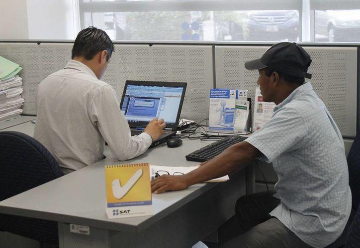 Los contribuyentes aún no están listos para presentar sus obligaciones en línea. (Israel Leal/SIPSE)