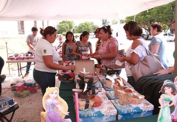 En el parque La Paz se realizó la Expo Reinserción Laboral Parsey 2016, donde exconvictos, personas que ya pagaron su deuda con la sociedad y que tienen familias, demostraron las cosas buenas que saben hacer. (Jorge Acosta/Milenio Novedades)