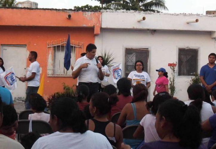 Candidatos continúan con sus promesas hacia los ciudadanos. (Tomás Álvarez/SIPSE)
