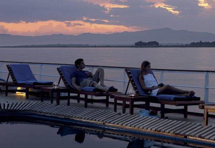 El crucero Road to Mandalay en Myanmar ofrece la más exclusiva experiencia sin acceso a wi-fi o recepción telefónica que distraigan a los viajeros de los paisajes. (guestofaguest.com)