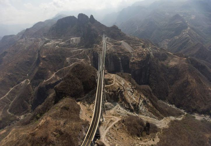 Los pueblos cercanos a la autopista están dominados por el Cártel de Sinaloa. (Agencias)