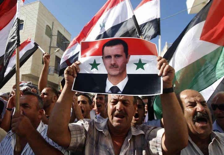 Palestinos marchan durante una manifestación, el 21 de septiembre, en contra de un posible ataque militar de Estados Unidos a Siria. (Agencias)