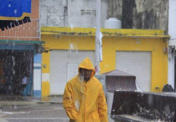 Las lluvias continuarán presentes en las próximas 24 a 48 horas. (Harold Alcocer/SIPSE)