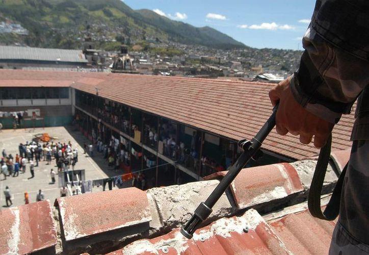 En las 24 cárceles de Honduras residen más de 13,000 presos, cuando su capacidad máxima es de 8,000, y más del 50 % no han sido sentenciados. (EFE)