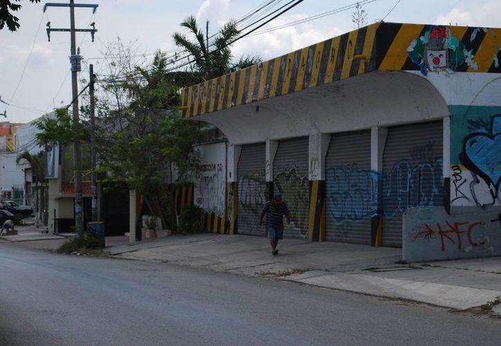 Los uniformados se encontraron en el camino a dos sujetos, quienes al ver la unidad los comenzaron a agredir verbalmente. (Tomás Álvarez/SIPSE)