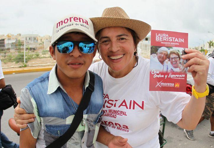 La candidata a la alcaldía de Solidaridad, Laura Beristain hizo un llamado a la ciudadanía a cobrarle la factura a los malos gobiernos. (Foto: Redacción/SIPSE)