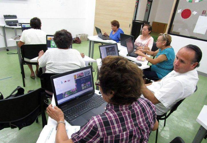 """Fotografía de uno de los talleres que forman parte del proyecto """"México Conectado"""", operado por la SCT. Para mayores informes acudir en la calle 61 No. 458 entre 52 y 54 en el centro de Mérida. (Milenio Novedades)"""