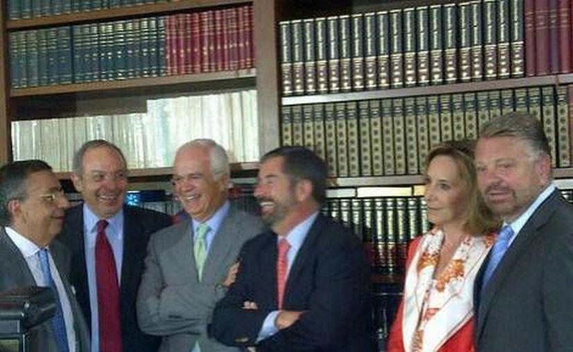 Algunos de los asistentes al evento realizado en la Biblioteca de la Fundación Miguel Alemán. (@ManuelGranadoz_ /MILENIO)