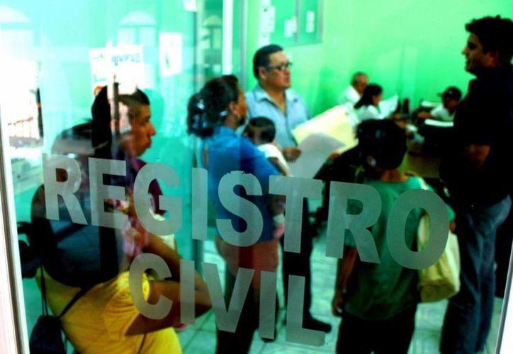 El Registro Civil ofrece programas casi todo el año para el trámite del acta de nacimiento. (Daniel Pacheco/SIPSE)
